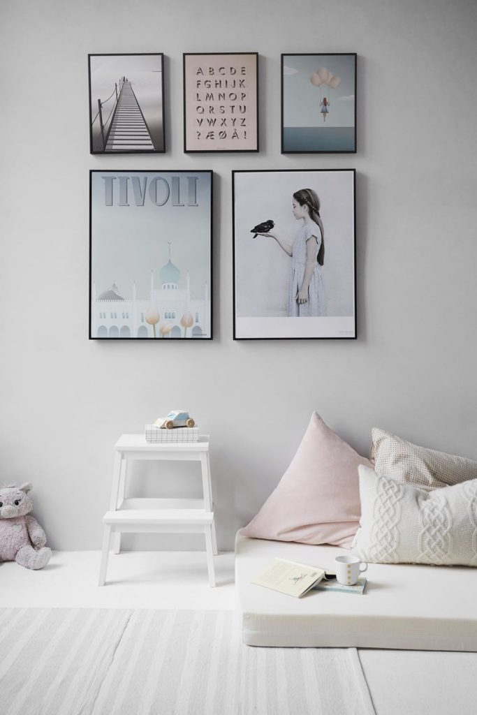 Accent pillows and wall art
